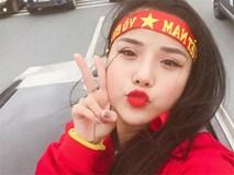 Sau Hoa Vinh đến lượt bạn gái hot girl của thủ thành Đặng Văn Lâm cover cực ngọt 'Ngắm hoa lệ rơi'