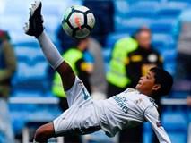 Con trai Ronaldo lần đầu khoác áo Real Madrid, thần thái y hệt bố