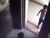 Bé 2 tuổi chết thảm, vì bị bé 5 tuổi vô tình nhốt thang máy