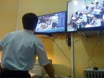 Lắp camera, cho học sinh đánh giá giáo viên có tránh được bạo hành?