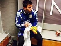 Man Utd lấy ảnh Messi tự lau giày để giáo dục cầu thủ