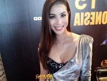 Bái phục cách Hoa hậu Phạm Hương che chắn khi diện váy quá hở