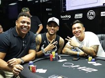 Neymar vùi đầu vào trò chơi 'đỏ đen' cùng Ro 'béo'