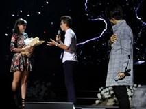 Hà Anh Tuấn đã giúp cặp đôi này có màn cầu hôn 'điên rồ' giữa hàng nghìn khán giả