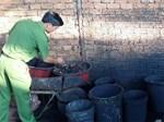Ớn lạnh khi xem cách sản xuất cà phê nhuộm than pin-13