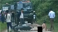 Bất chấp giá rét, người đàn ông trần chuồng chặn cả đoàn xe tải