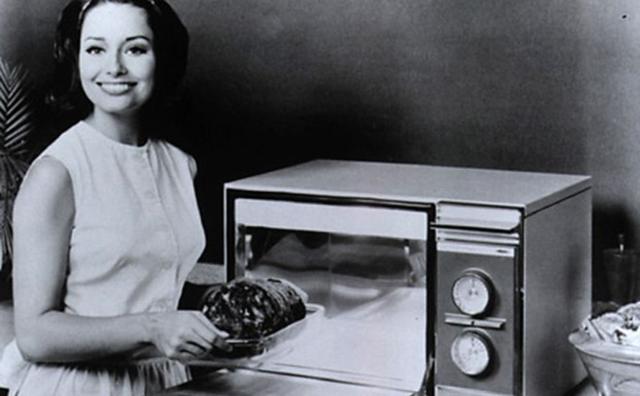 Làm nóng thức ăn bằng lò vi sóng có hại cho sức khỏe không?-1