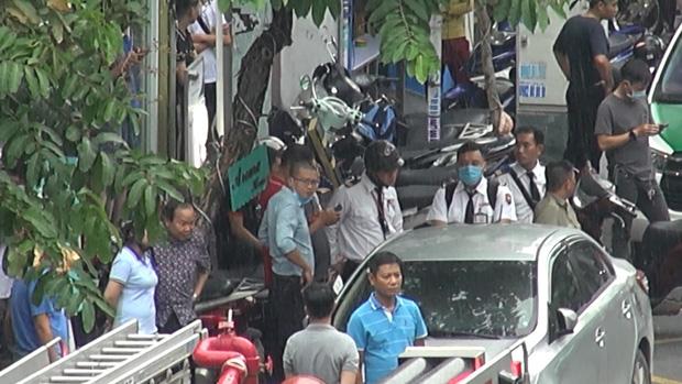 Đã bắt được người phụ nữ cướp 2 tỷ ở chi nhánh ngân hàng Techcombank tại Sài Gòn-2