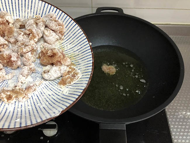 Vẫn là thịt thăn dai khô, nhưng đem xào thế này cơm nấu nhiều thế nào cũng chẳng đủ-4