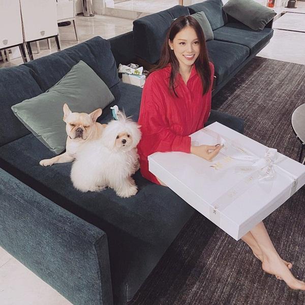 Giàu như thiếu gia Phillip Nguyễn vẫn chăm chỉ bán cua online hộ bạn gái, bảo sao các chị em không chết mê!-4