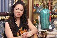 Bà Phương Hằng gọi tên một nghệ sĩ liên quan tới chuyện làm từ thiện, nhưng thái độ lại cực khác lạ!