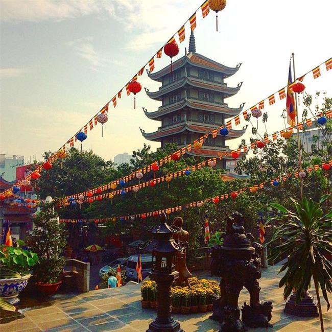15 ngôi chùa linh thiêng nên đi lễ dịp đầu năm ở Hà Nội, Sài Gòn - Ảnh 10.