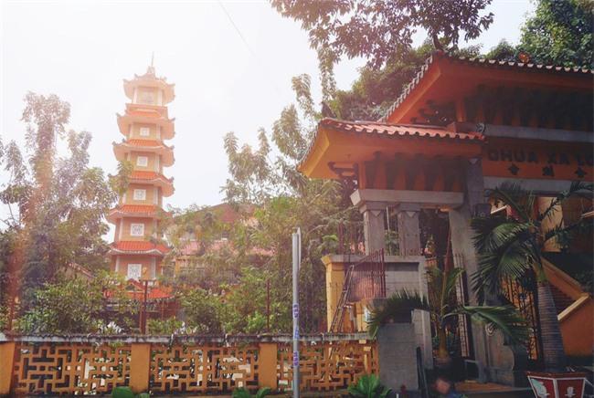 15 ngôi chùa linh thiêng nên đi lễ dịp đầu năm ở Hà Nội, Sài Gòn - Ảnh 11.