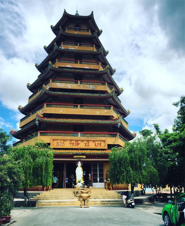 15 ngôi chùa linh thiêng nên đi lễ dịp đầu năm ở Hà Nội, Sài Gòn - Ảnh 9.