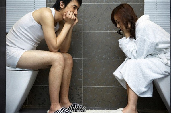 Mới 28 tuổi mà chồng đã cấm vận chuyện chăn gối tôi cả tháng trời - Ảnh 1.