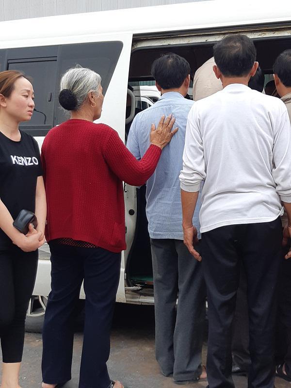 Cô gái Việt đột tử tại Nhật: Người cha bật khóc khi thấy con phủ trắng nilon về sân bay-11