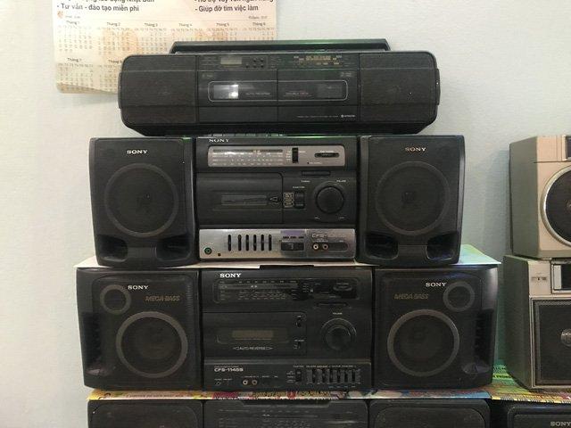 Người đi buôn kỷ niệm, 27 năm gắn bó với đài cassette-6