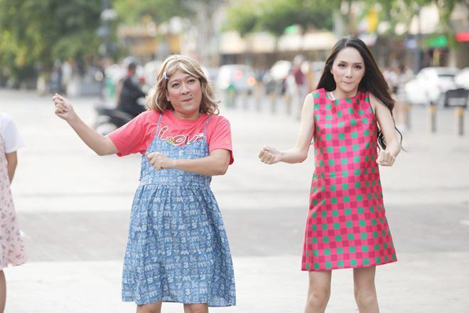 Vợ chồng Trấn Thành, Hoa hậu Kỳ Duyên vác bụng bầu giả làm loạn giữa phố-8