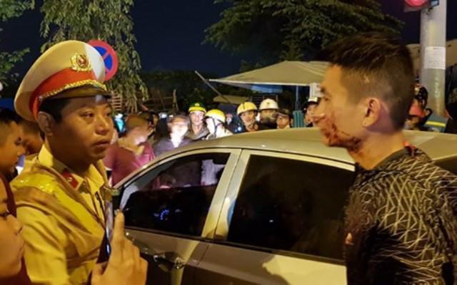 Đôi vợ chồng đi xe máy bị tài xế ô tô đánh be bét máu giữa đường xin… giảng hòa-1