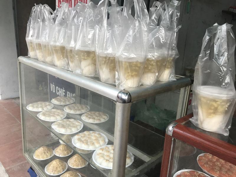 Xếp hàng mua bánh trôi: 1 giờ đồng hồ bán cả ngàn đĩa-3
