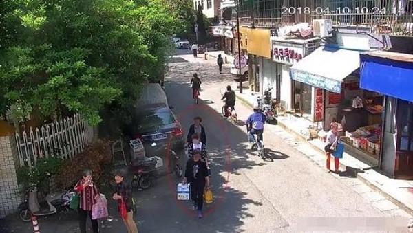 Nhặt được smartphone không cài mật khẩu lại có sẵn Alipay, người phụ nữ đi mua sắm điên cuồng rồi bị bắt-3