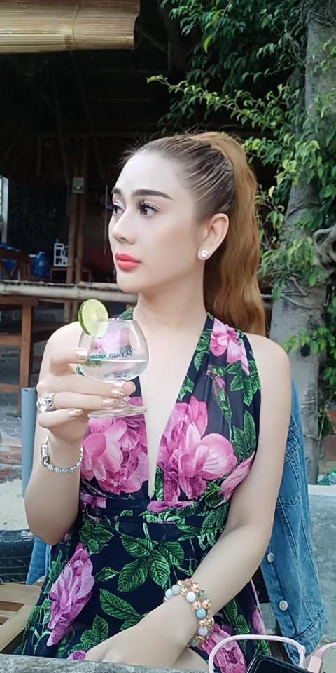 Lâm Khánh Chi khoe vòng 1 nóng rẫy khi đi trăng mật với chồng trẻ-3