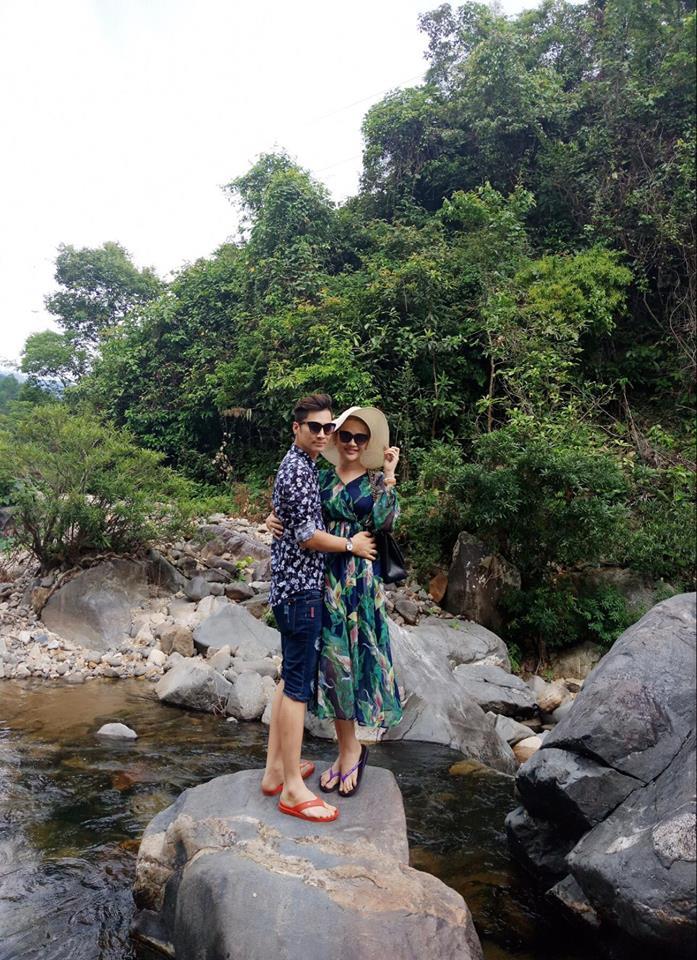 Lâm Khánh Chi khoe vòng 1 nóng rẫy khi đi trăng mật với chồng trẻ-12