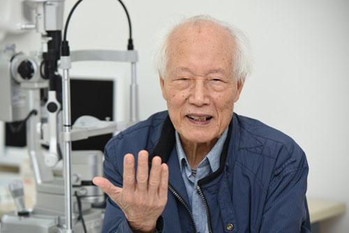 Ca ghép giác mạc đầu tiên tại Vinmec: Thắp lại ánh sáng sau hàng chục năm gần như mù lòa-3
