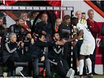 Paul Pogba phớt lờ, không thèm bắt tay HLV Mourinho
