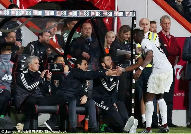 Paul Pogba phớt lờ, không thèm bắt tay HLV Mourinho-2