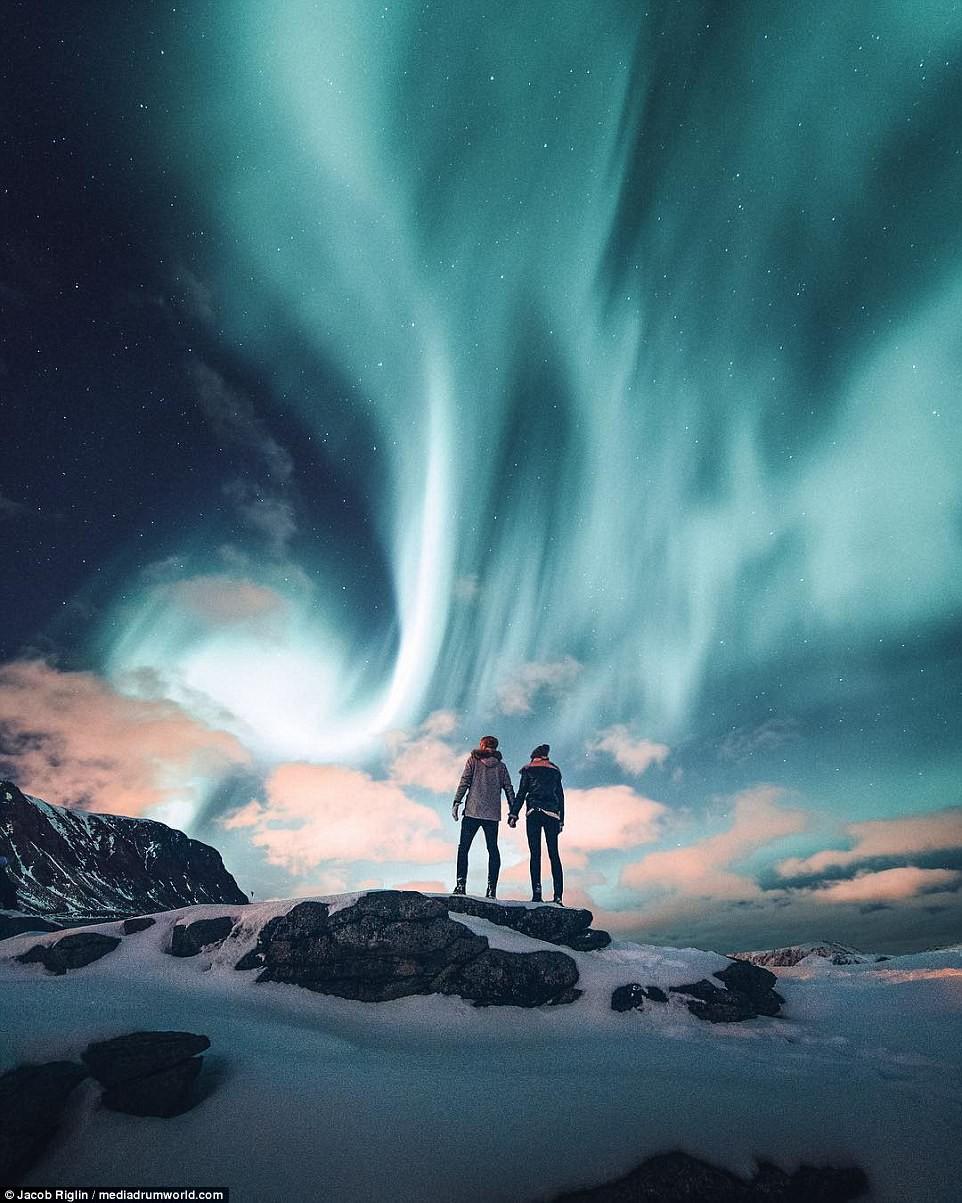 Mới 23 tuổi, cặp đôi được trả lương 6 con số để chu du khắp thế giới và cho ra đời những bức ảnh đẹp mê đắm-6