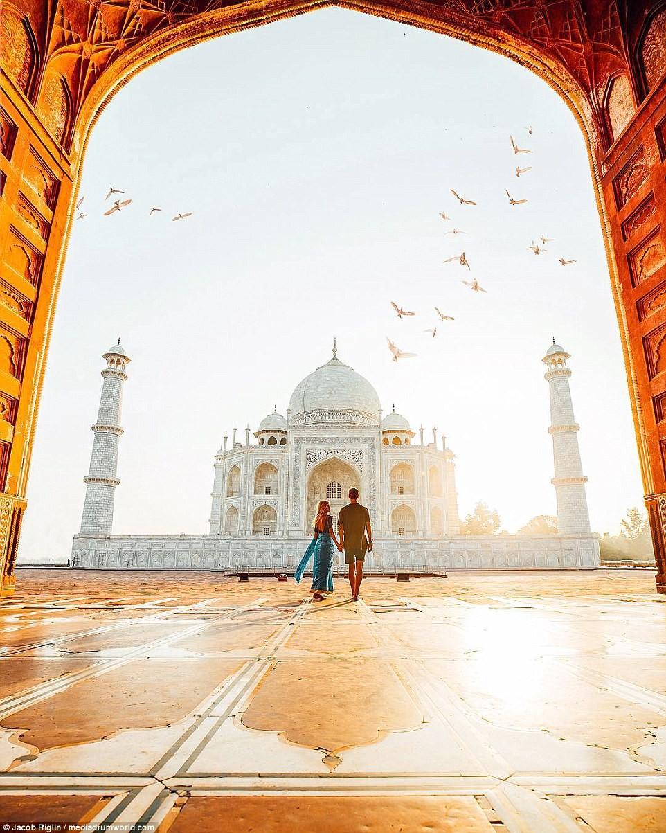 Mới 23 tuổi, cặp đôi được trả lương 6 con số để chu du khắp thế giới và cho ra đời những bức ảnh đẹp mê đắm-1