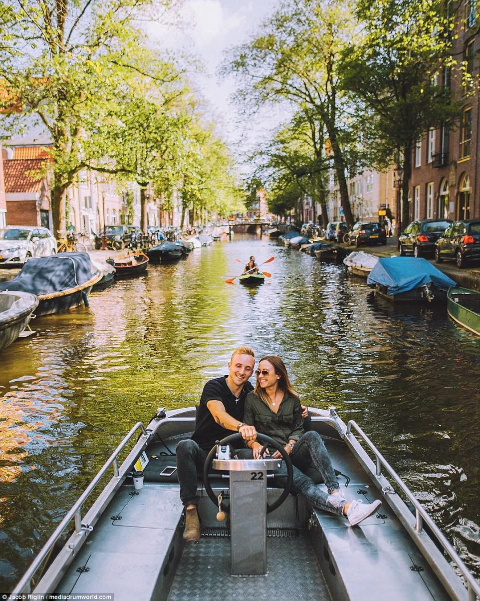 Mới 23 tuổi, cặp đôi được trả lương 6 con số để chu du khắp thế giới và cho ra đời những bức ảnh đẹp mê đắm-11