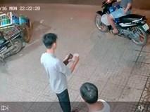 Clip: Hai thanh niên phối hợp diễn sâu để cướp một thùng bia, còn cẩn thận lấy thêm đá uống cho mát