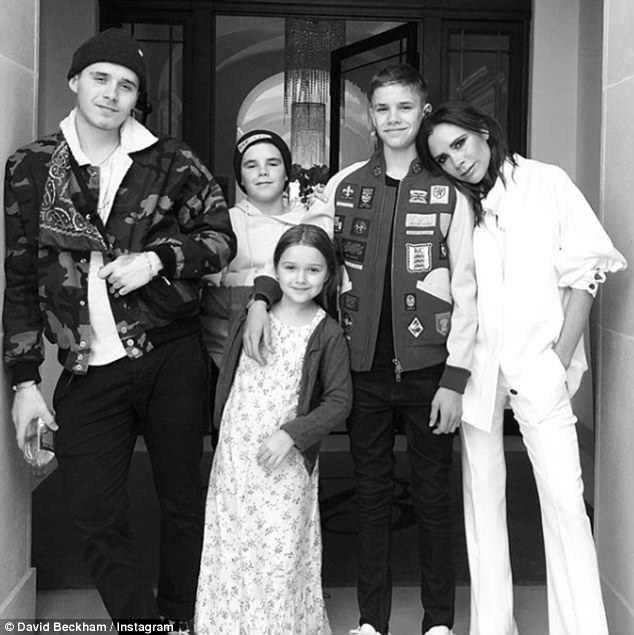 Tuổi 44, Victoria Beckham có mọi thứ người khác ao ước: Chồng giàu, đẹp trai và bầy con đáng yêu-7