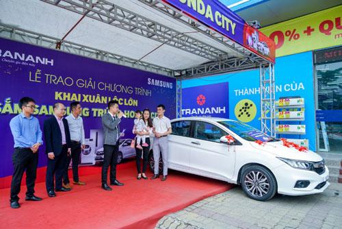 Trần Anh trao giải Lộc Samsung - Trúng xe hơi Honda City-2