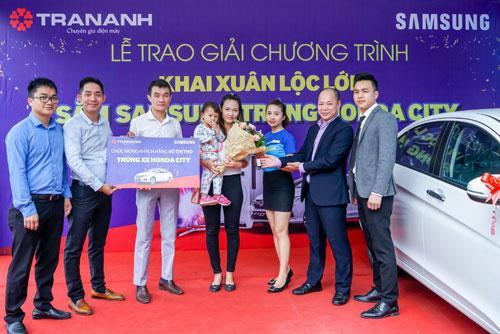 Trần Anh trao giải Lộc Samsung - Trúng xe hơi Honda City-1