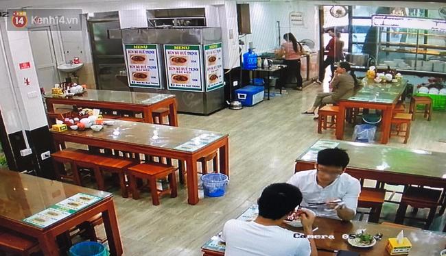 Bị thực khách tố xương trong bát bún có dòi, cửa hàng bún bò Huế ở Hà Nội cho rằng đó chỉ là mùn cưa sườn-5