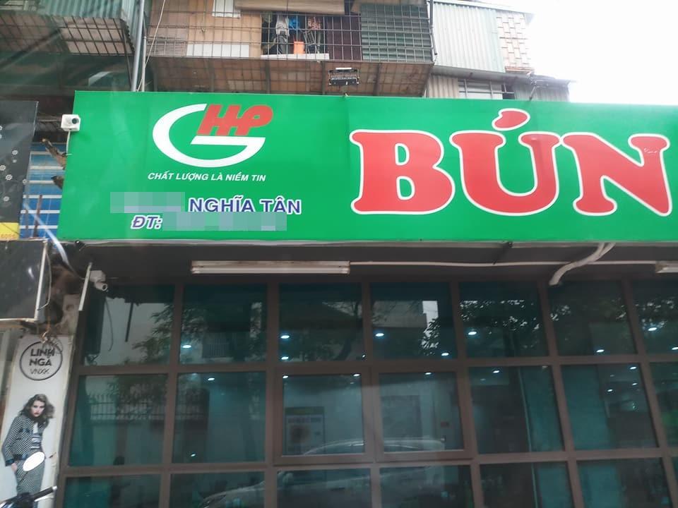 Bị thực khách tố xương trong bát bún có dòi, cửa hàng bún bò Huế ở Hà Nội cho rằng đó chỉ là mùn cưa sườn-3