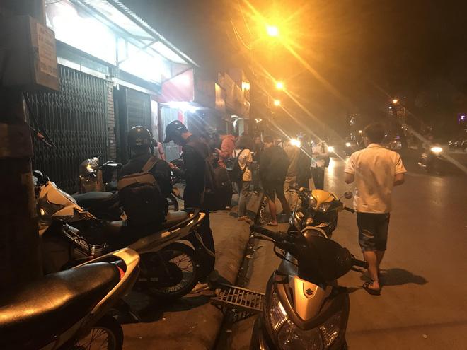 Người đàn ông cầm vật giống súng lao vào cướp tiệm vàng ở Hà Nội trong đêm-3