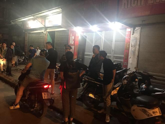 Người đàn ông cầm vật giống súng lao vào cướp tiệm vàng ở Hà Nội trong đêm-5