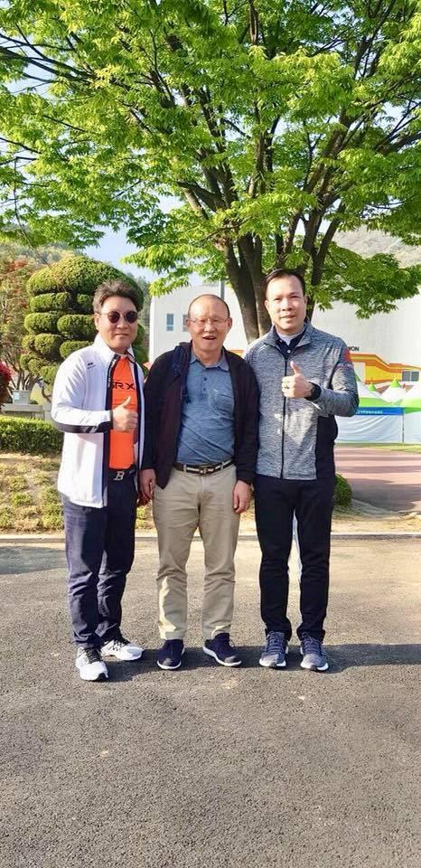HLV Park Hang Seo bất ngờ gặp xạ thủ Hoàng Xuân Vinh ở Hàn Quốc-2