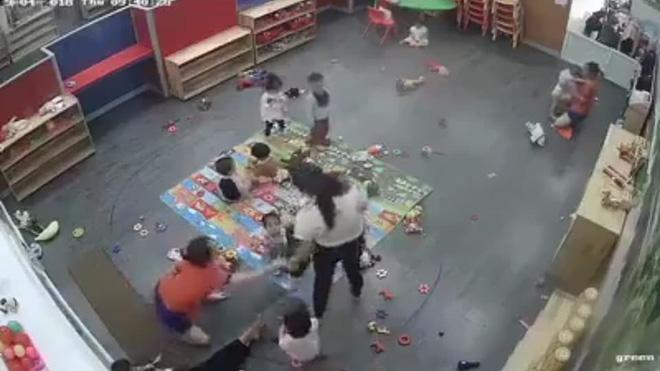 Vụ cô giáo mầm non kẹp đùi, đánh liên tiếp vào người trẻ gây phẫn nộ ở Nghệ An: Tạm đình chỉ cô giáo-1