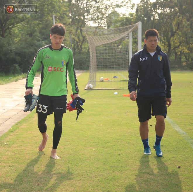 Quang Hải miệt mài tập sút, Đức Huy chấn thương bỏ dở buổi tập trước vòng 6 V.League-3