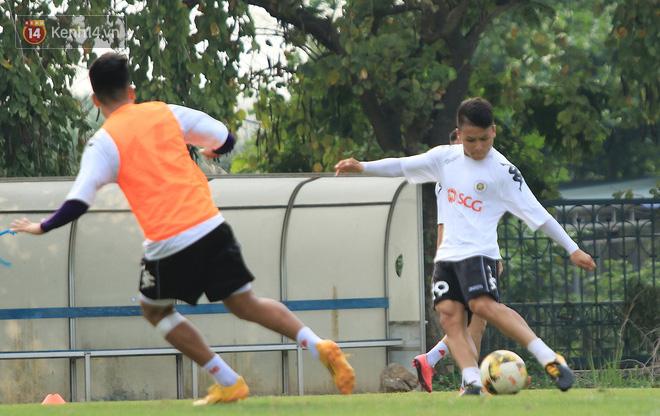 Quang Hải miệt mài tập sút, Đức Huy chấn thương bỏ dở buổi tập trước vòng 6 V.League-1