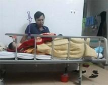 Mẹ của học sinh lớp 1 bị thương vì cô giáo lùi xe: 'Đau xót khi đến trường thấy con khóc đến kiệt sức, máu chảy khắp người'