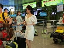 HOT: Sau những nụ cười khi Trường Giang ngập trong scandal, Nhã Phương lẻ bóng trở lại Sài Gòn