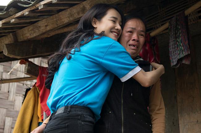 Nhã Phương lặng lẽ về Sài Gòn, cúi đầu ngó lơ khi bị chú ý tại sân bay-16