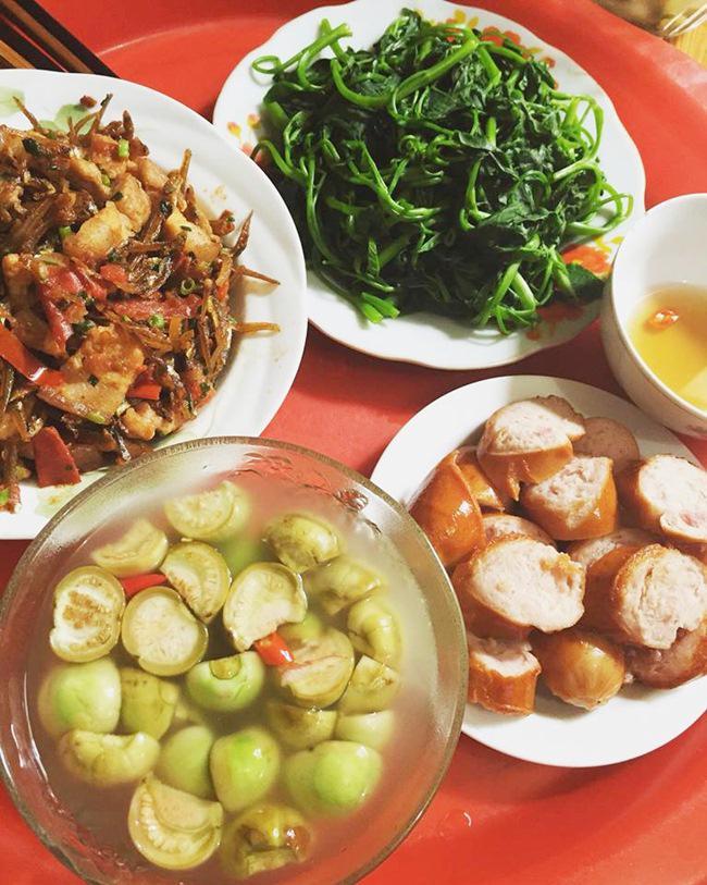 Vợ đảm ngày nào cũng vào bếp nấu nhiều bữa ăn ngon khiến chồng tăng 3kg sau cưới-3