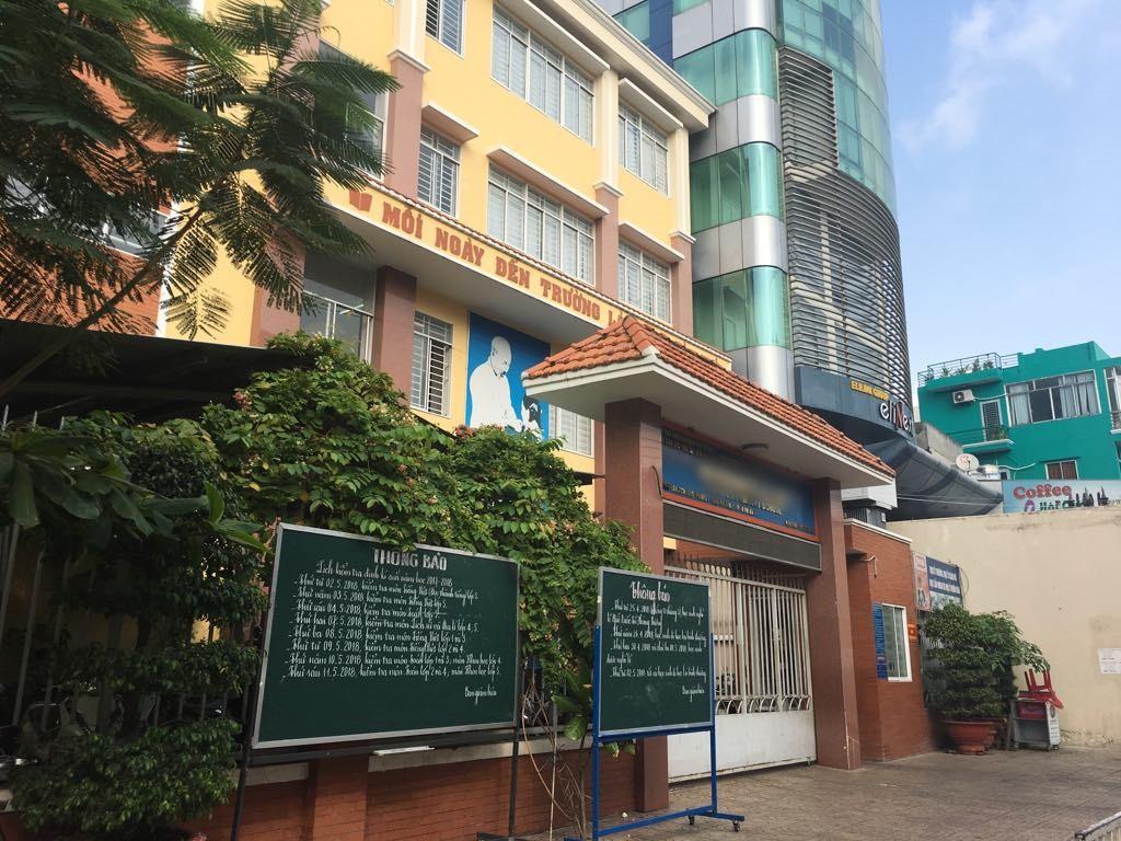 Xôn xao thông tin học sinh tiểu học ở Sài Gòn bị cô giáo bắt ngậm dép trong miệng vì đùa giỡn trong giờ học-2